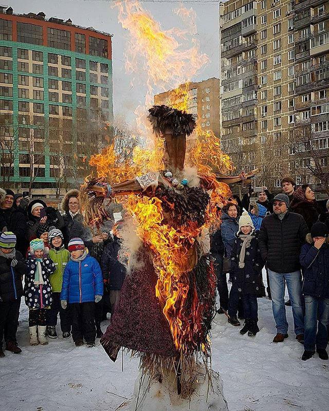 Тропическое чучело Масленицы из пальмы и злаков сожгут 18 февраля в «Аптекарском огороде»