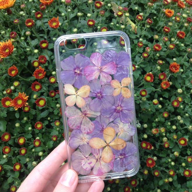 Чехлы для смартфонов с цветами научат делать 21 сентября в «Аптекарском огороде»