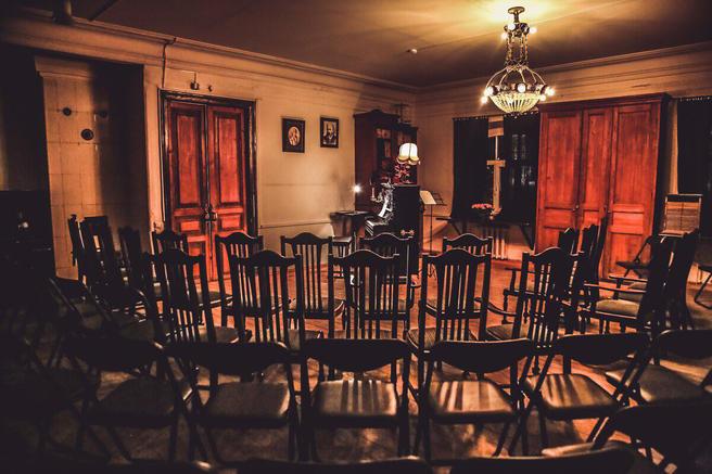 8 марта — праздничный концерт с оперой, романсами, песнями из кино в старинной лаборатории «Аптекарского огорода»