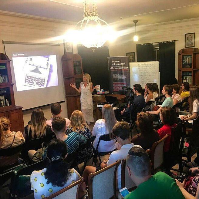 Бесплатные мастер-классы «Секреты успеха публичного выступления» пройдут 14 и 23 мая в «Аптекарском огороде»
