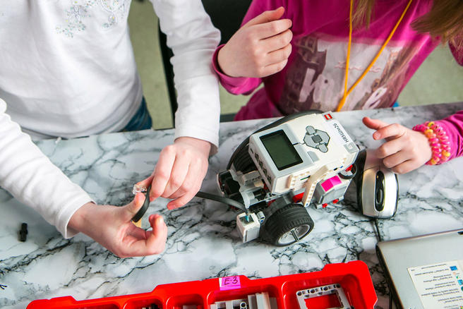 Детские мастер-классы по робототехнике, 3D и инженерным технологиям пройдут в «Аптекарском огороде»