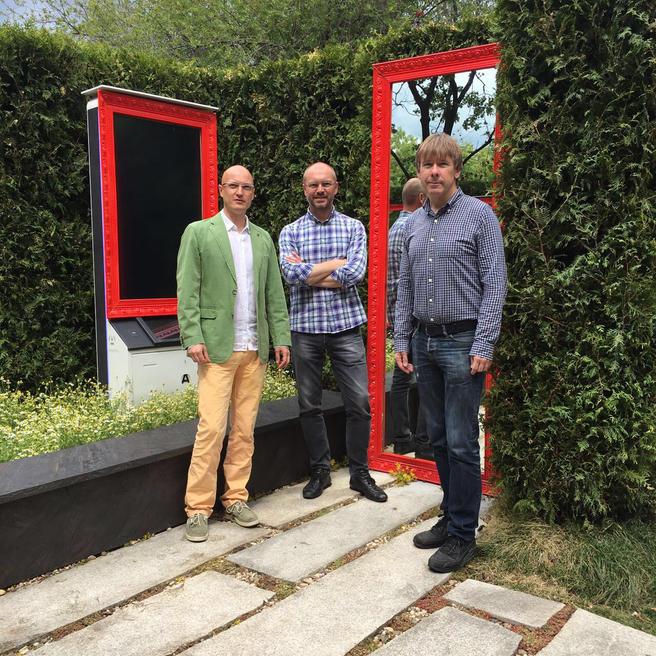 Компания «Илья Мочалов и Партнеры» подарила «Аптекарскому огороду» гранитные плиты